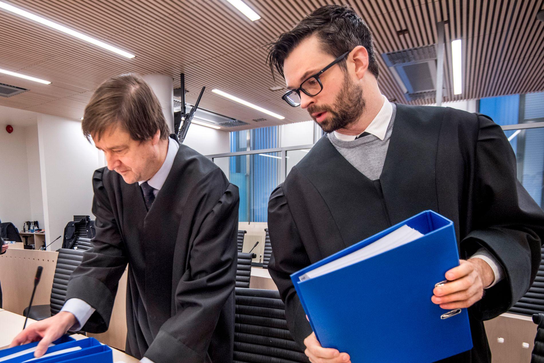 FORSVARERE: Advokatene John Christian Elden og Ulrik Sverdrup-Thygeson jr. representerer Ubaydullah Hussain i terrorsaken.