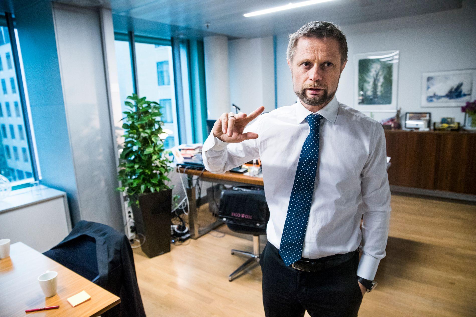 IRRITERT: Helseminister Bent Høie er ikke fornøyd med hvordan sykehusene, regionene og helsedirektoratet har svart på hans oppdrag.