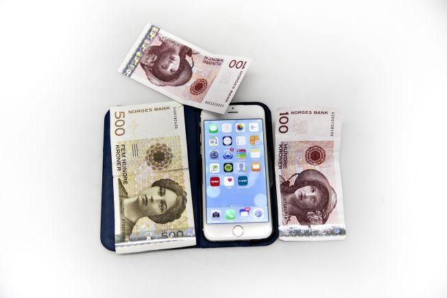 VENNEBETALING: Stadig flere tar i bruk mobilen for å overføre småbeløp til venner, familie og bekjente.