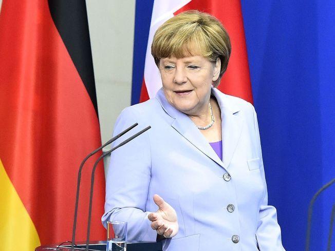 HYLLES OG HATES: Tysklands statsminister Angela Merkel hylles av syrere for sitt regelunntak for syriske asylsøkere. Samtidig blir hun kalt forræder av innvandringsfiendtlige ekstremister.