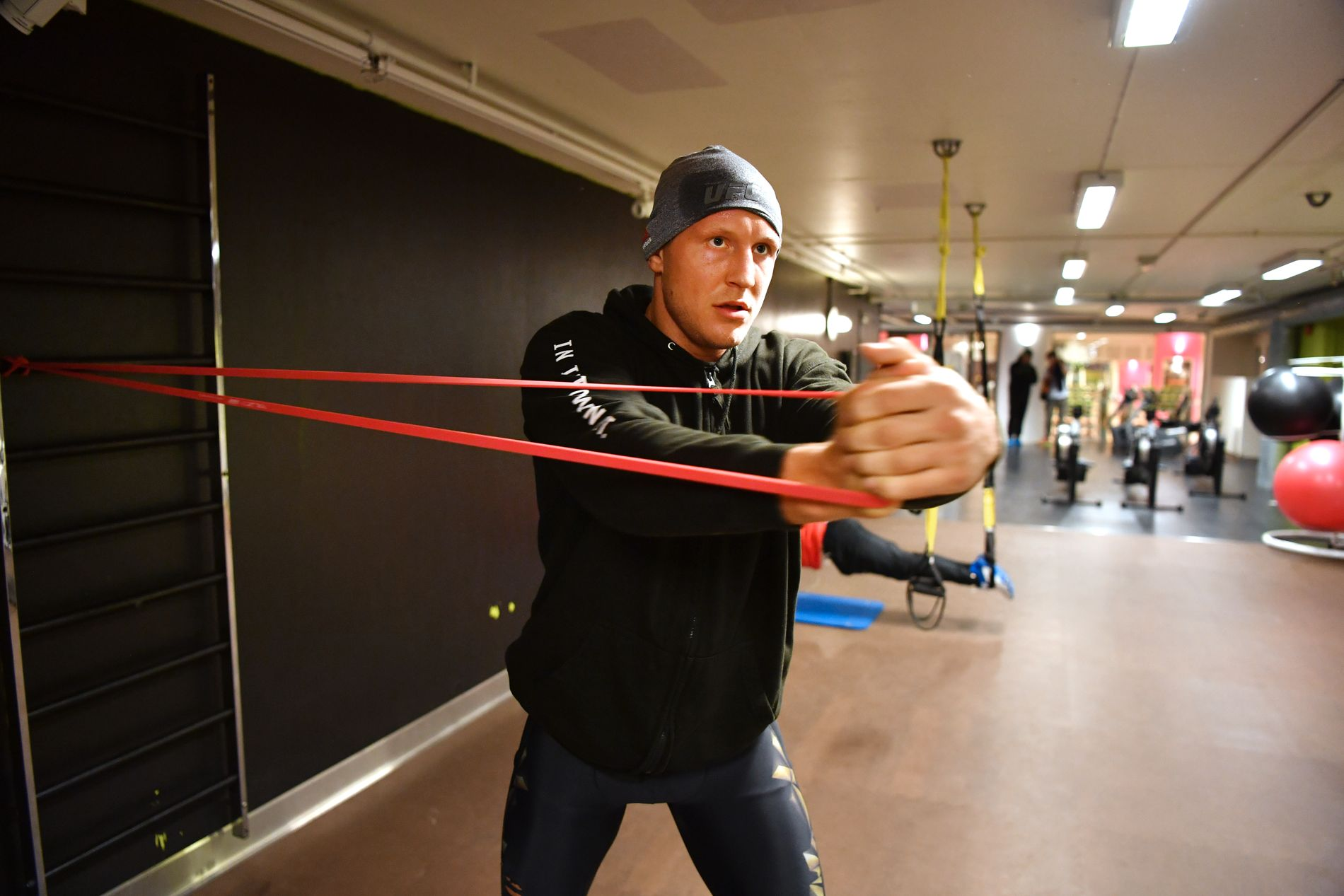BEKYMRET: MMA-utøver Jack Hermansson, her avbildet på trening for et år siden, håper ikke MMA-sporten tar for mye skade av kaoset i Las Vegas.