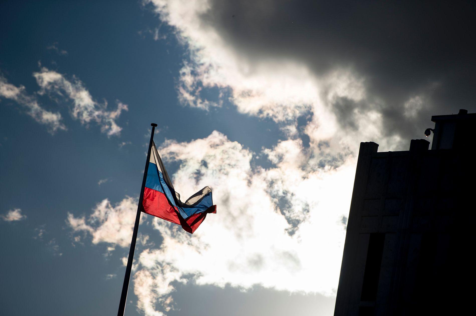 NEKTER FOR PROPAGANDAKRIG: Den russiske ambassaden i Oslo sier til VG at informasjonskrig føres av noen krefter i Latvia og en rekke NATOs land, men ikke av Russland. FOTO: AFP