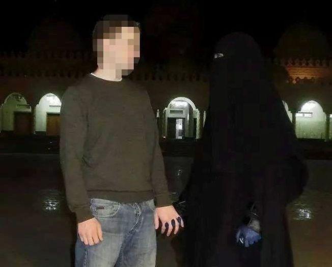 LEVANGERPARET: Mannen (27) til venstre reiste sammen med kjæresten sin til Syria i fjor høst. Fredag kom meldingene om at han var død.