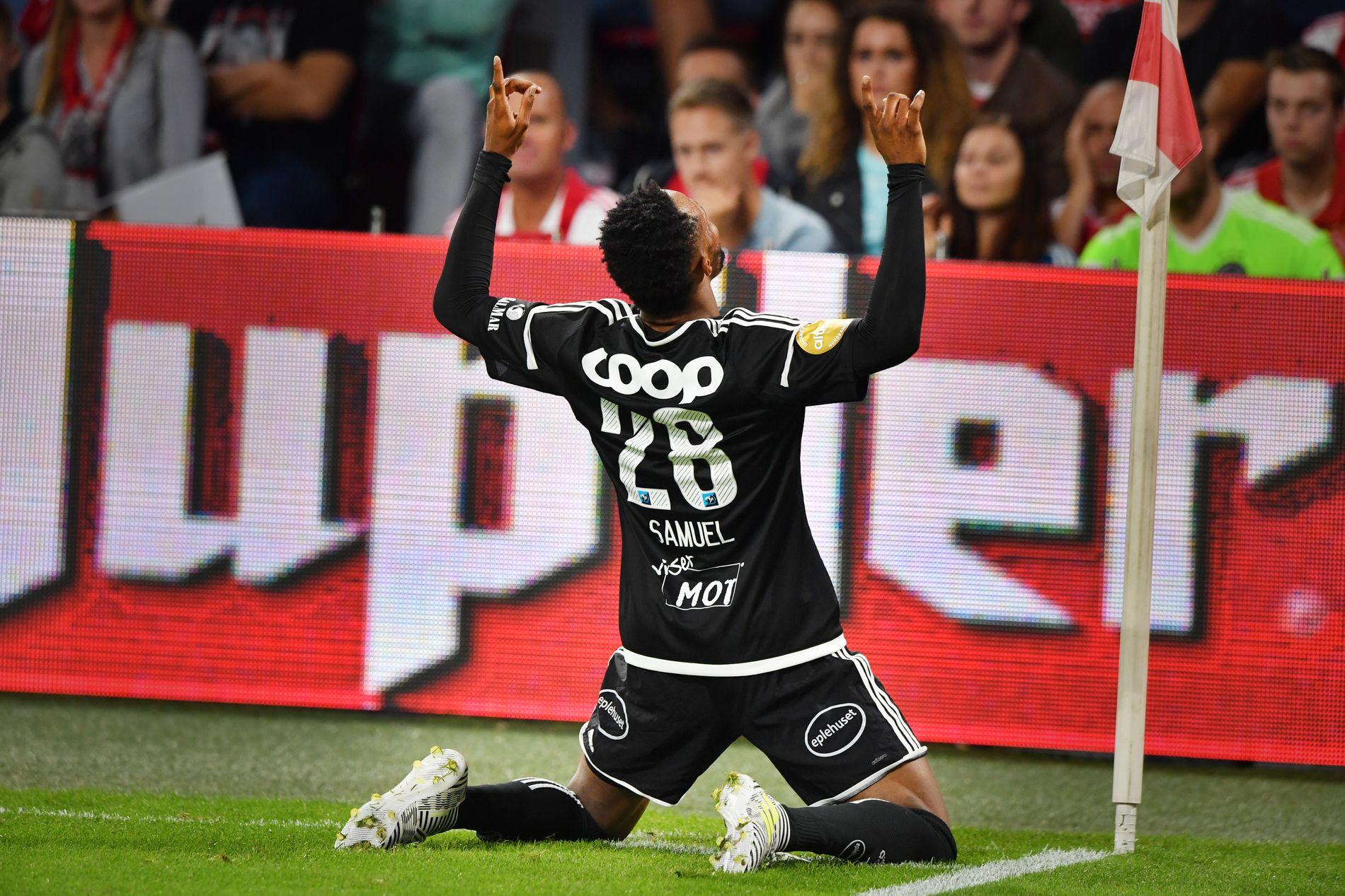 BORTE BEST: Samuel Adegbenro jublet slik etter at han ble matchvinner for Rosenborg mot Ajax i Amsterdam i første kamp i play off til  Europa League.