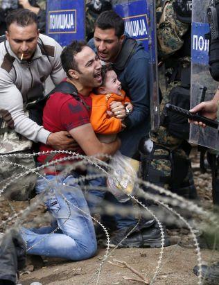 DEN NYE VEIEN: Antall flyktninger som krysser Middehavet fra Nordafrika flater ut. Samtidig opplever landene øst i Middelhavet en mangedobling i antall flyktninger - og sliter med å håndtere strømmen.