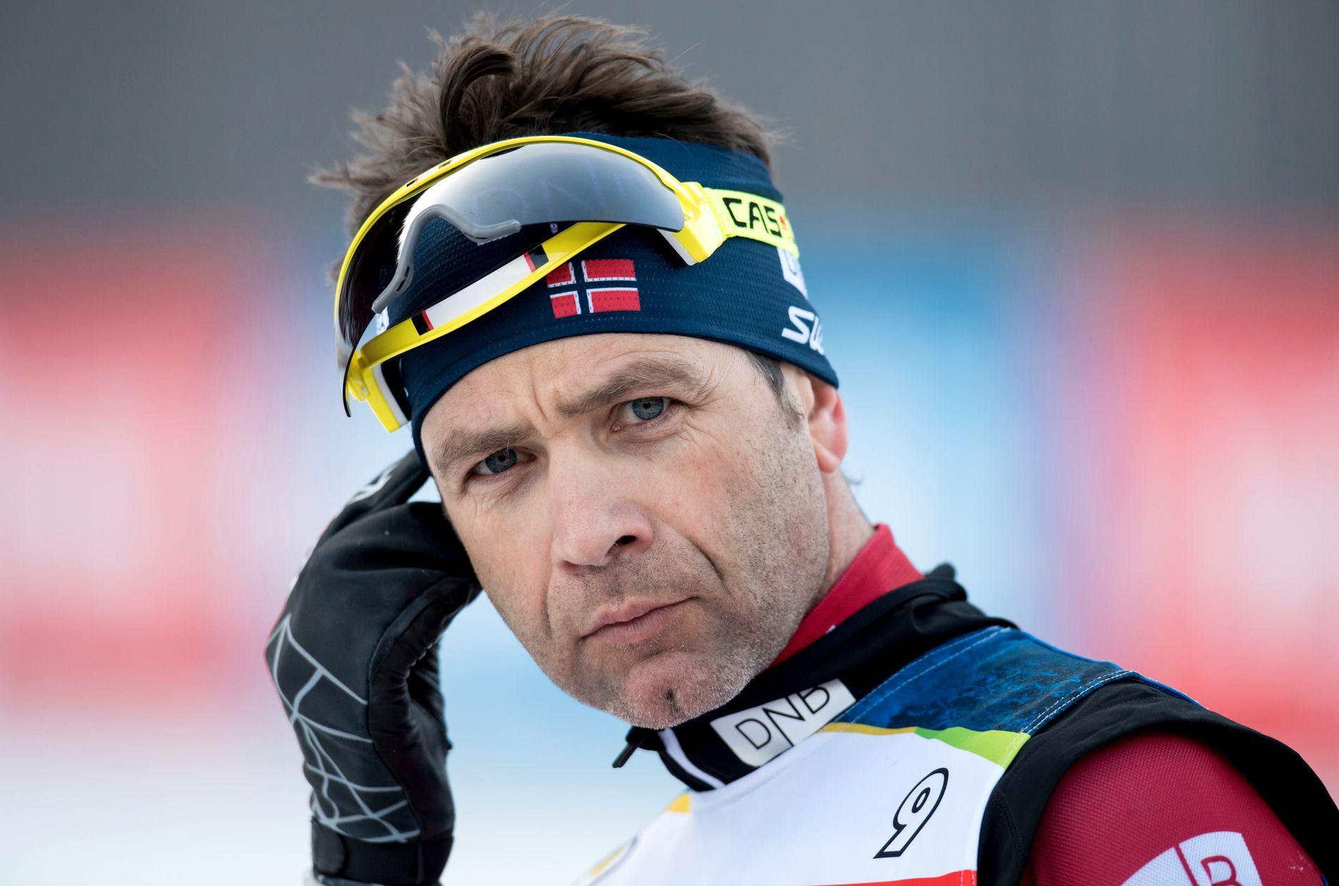 INN I VARMEN: Ole Einar Bjørndalen ble vraket til OL og var reserve til verdenscuprennene i Kontiolahti og Holmenkollen. I morgen prøver han seg på sprinten.