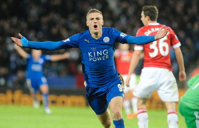 IKKE TIL Å TRO: Premier League-toppscorer Jamie Vardy er selve bildet på den utrolige Leicester-suksessen. Her har han scoret i sin ellevte kamp på rad - mot Manchester United.