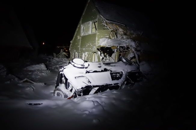 SKREDEKSPERTER: Geologer har siden søndag jobbet på skredområdet i Longyearbyen, og har tatt bilder av ødeleggelsene etter de store snømassene.