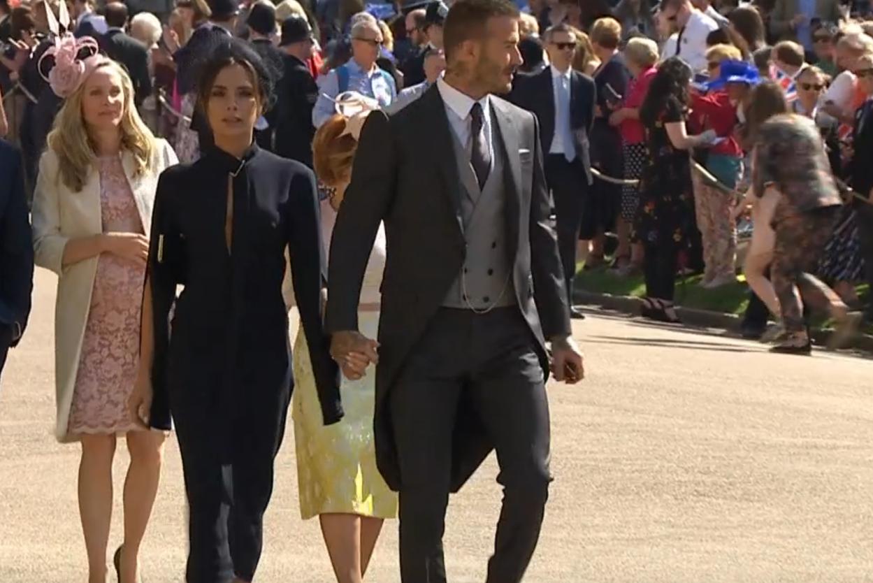 VICTORIA OG DAVID BECKHAM: Som i bryllupet til Harrys bror, William, er den britiske fotballspilleren og kona Victoria på plass i vielsen.