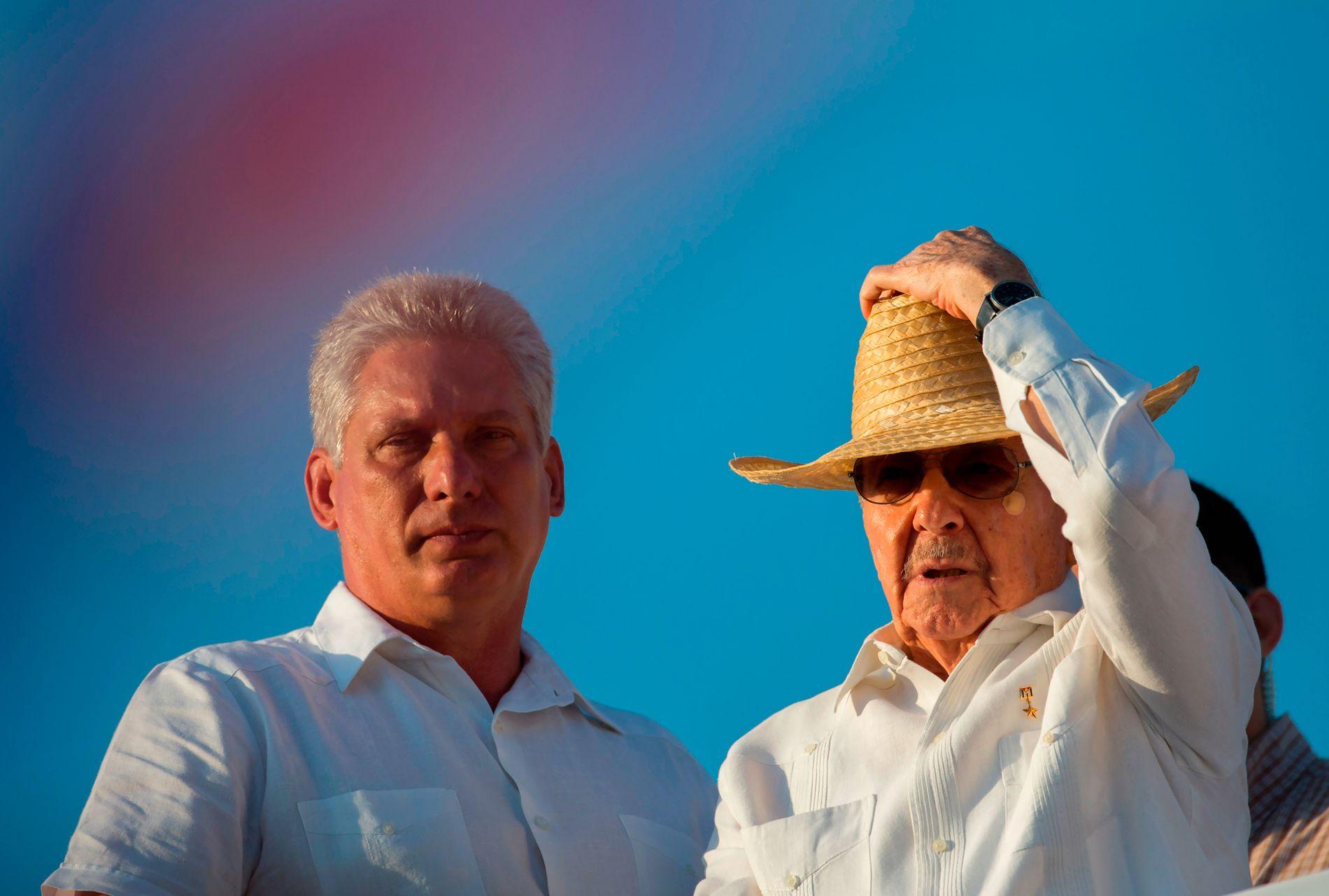 INGEN CASTRO: Visepresident Miguel Diaz-Canel (til venstre) overtar som president etter Raúl Castro. En ny epoke innledes i cubansk politikk, selv om Raúl fortsetter som leder for kommunistpartiet.