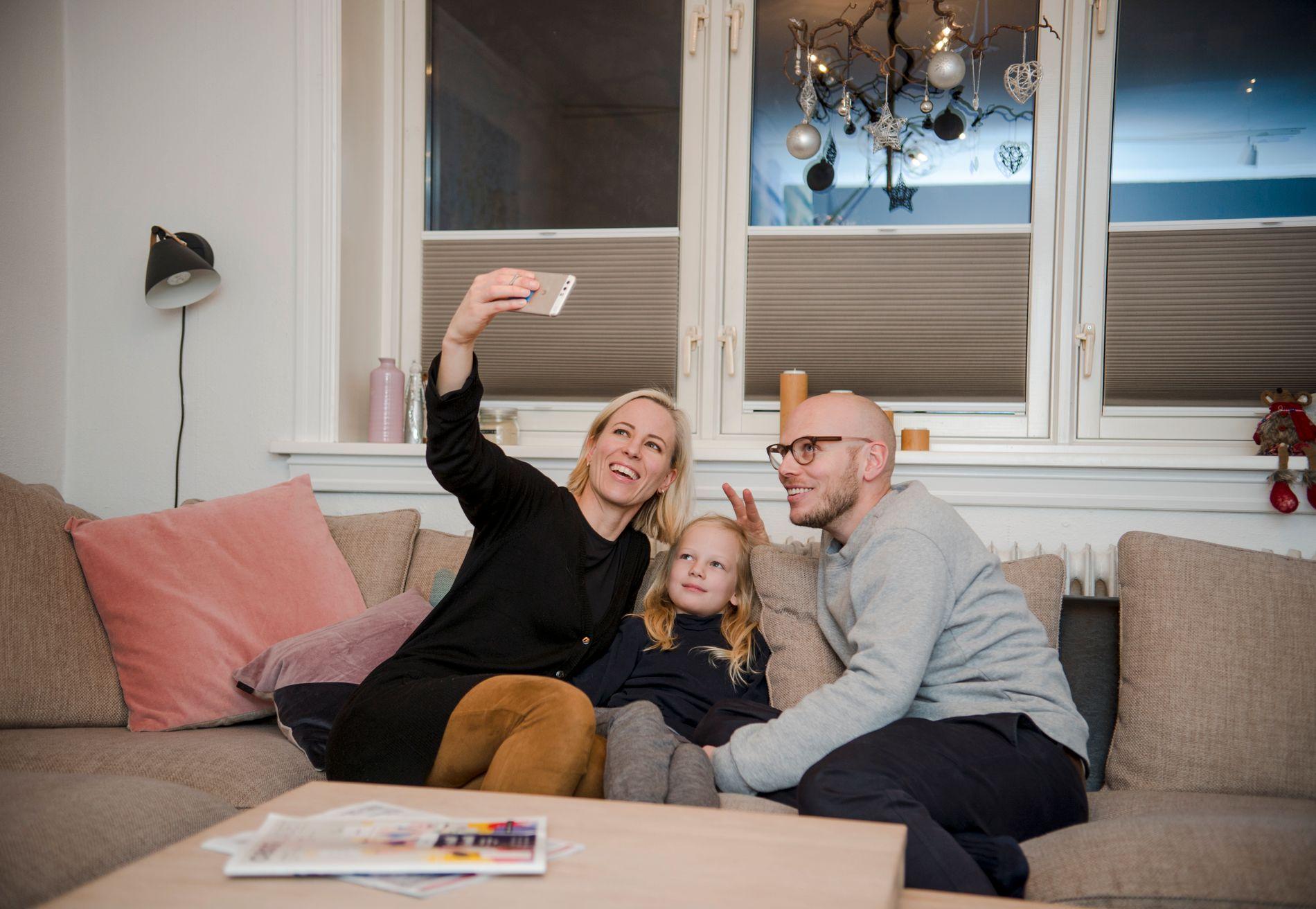 DOKUMENTASJON: Små og store øyeblikk fanges på kamera – her i form at en sofa-selfie.