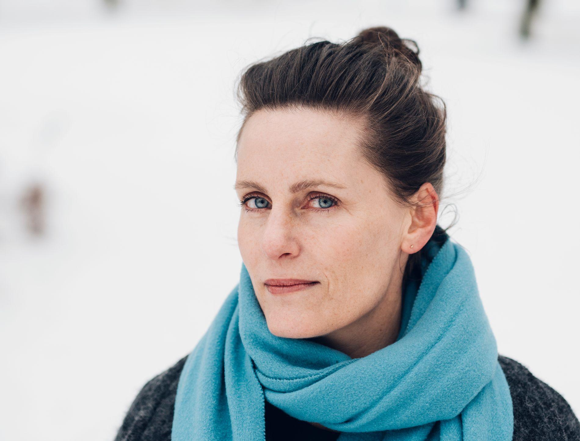VANT BRAGEPRIS: Monica Isakstuen (41) fikk mye oppmerksomhet for sin forrige roman «Vær snill med dyrene» som også vant Brageprisen for beste roman i 2016. Nå er hun ute med ny roman. Hun er også husdramatiker ved Dramatikkens Hus i Oslo.