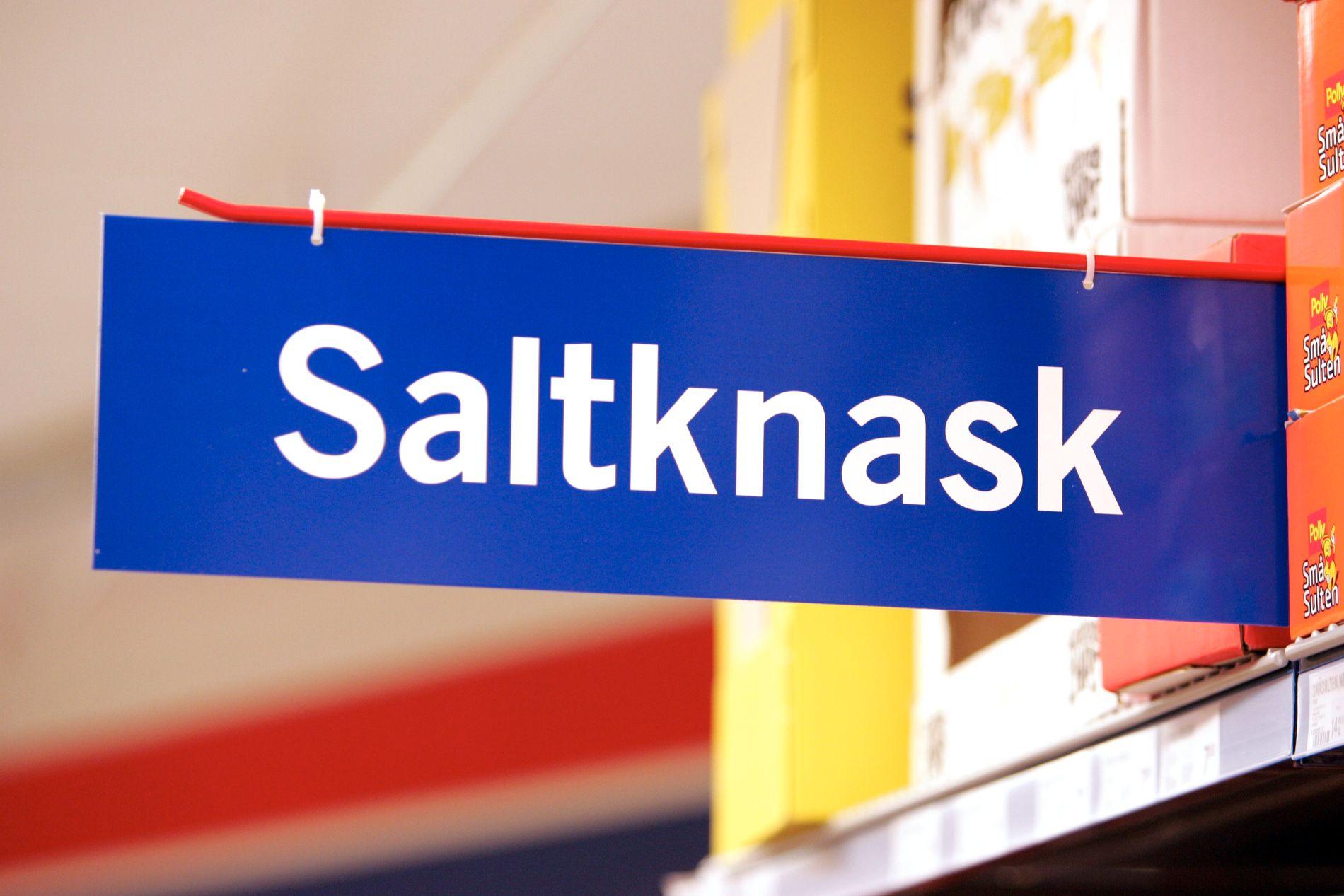 NYNORSK I KVARDAGEN: Snacks på nynorsk - i form av et vareskilt i en dagligvarebutikk i Volda på Sunnmøre.
