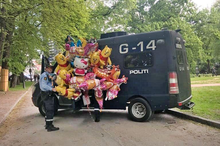 BESLAG: Oslo politidistrikt forteller at de har konfiskert ballonger flere steder i Oslo 17. mai.