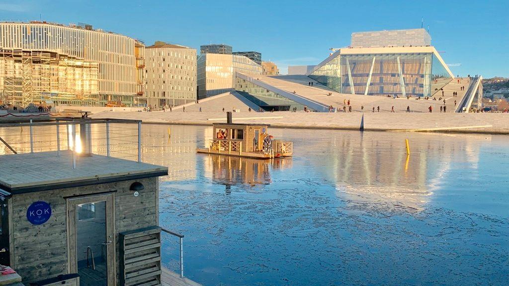 VARME BAD: Bjørvika var lenge preget av havneanlegg og bygging. Nå er Havnepromenaden på plass, og flere selskaper har etablert seg i fjordkanten.