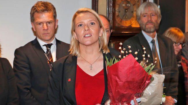 NY ASYL-STATSRÅD: Sylvi Listhaug mottok blomster og nøkkelkort da hun kom til Justis - og beredskapsdepartementet onsdag.
