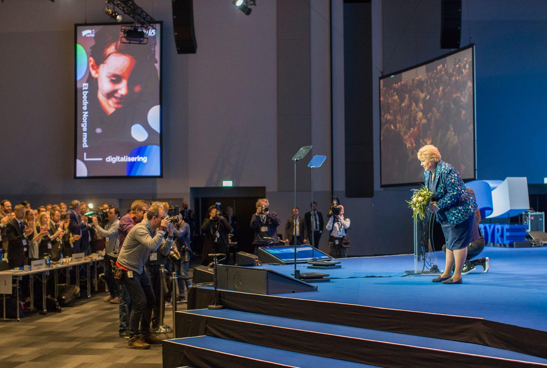 BER OM BARN: Statsminister Erna Solberg (H) sier det hadde vært bra for landet om det ble født flere barn.