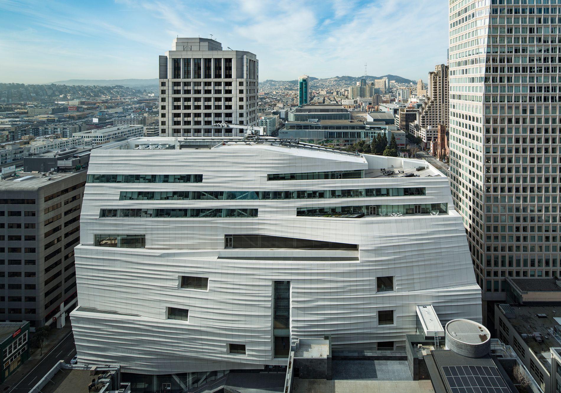 HYLLES: I San Francisco har Snøhetta laget et ti etasjers tilbygg til det opprinnelige SFMOMA-museet. Utvidelsen gjør museet til en av USAs største for samtidskunst. Foto: Henrik Kam/SFNOMA