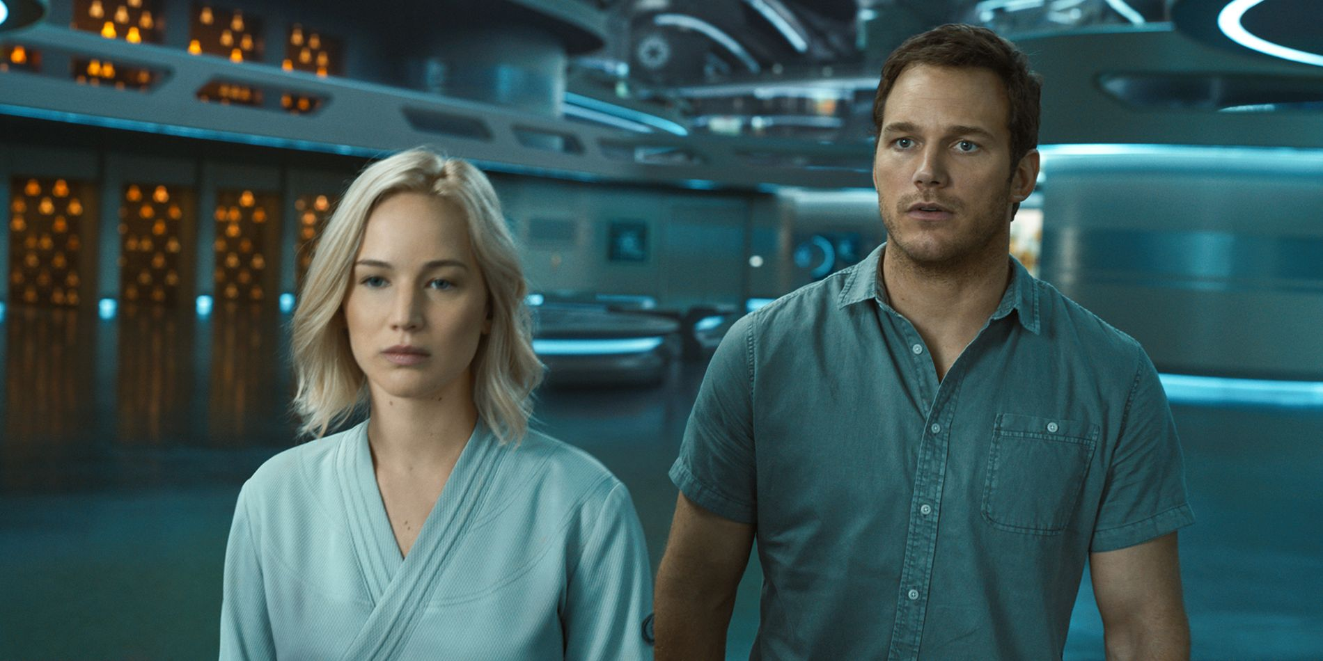 MENS ALLE DE ANDRE SOVER: Jennifer Lawrence og Chris Pratt i Morten Tyldums film «Passengers». FOTO: UNITED INTERNATIONAL PICTURES.