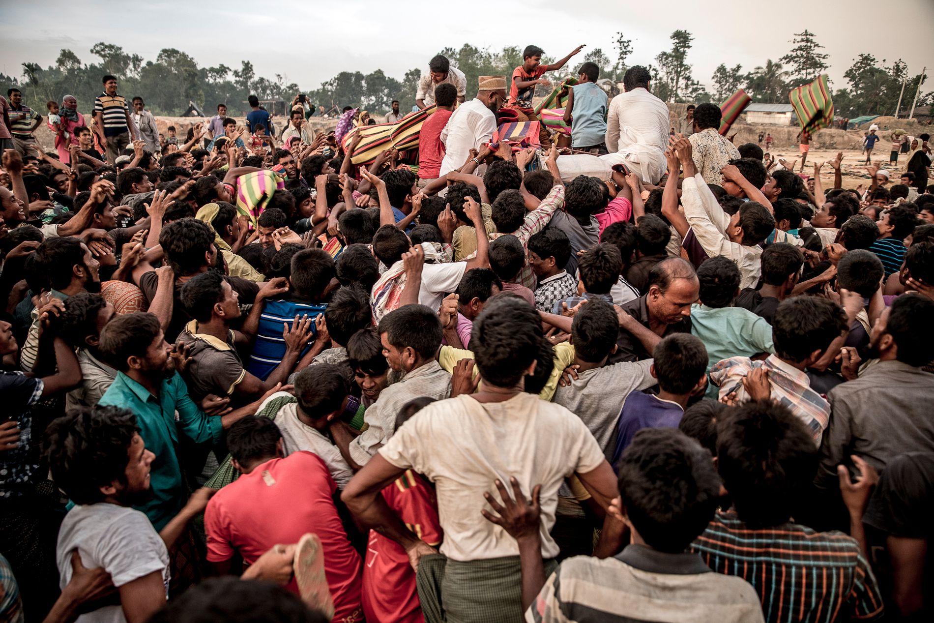 HUNDRETUSENER PÅ FLUKT: Rundt 420.000 mennesker fra den muslimske Rohingya-minoriteten anslås å ha kommet over grensen til Bangladesh.