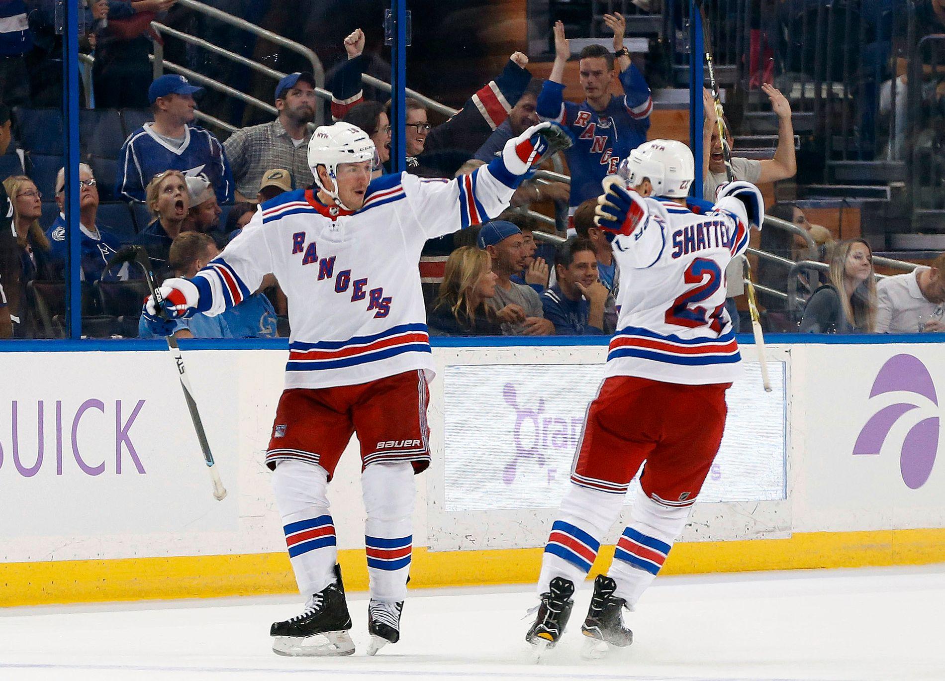 AVGJORDE: Rangers' J.T. Miller feiret det avgjørende målet sammen med lagkamerat Kevin Shattenkirk.