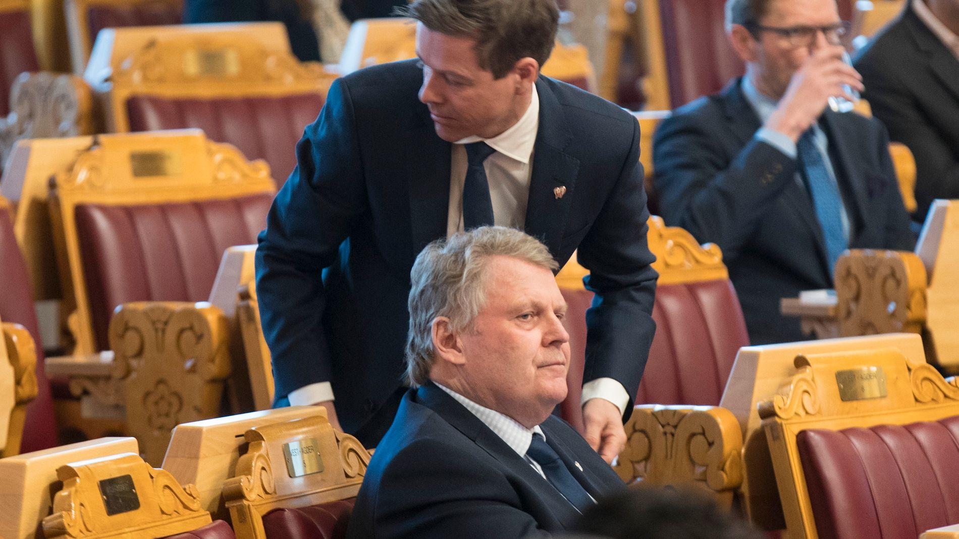 VIL ENDRE: Hans Fredrik Grøvan (i forgrunnen) er KrFs skolepolitiske talsperson, og som regel godt samkjørt med partileder Knut Arild Hareide (bak).