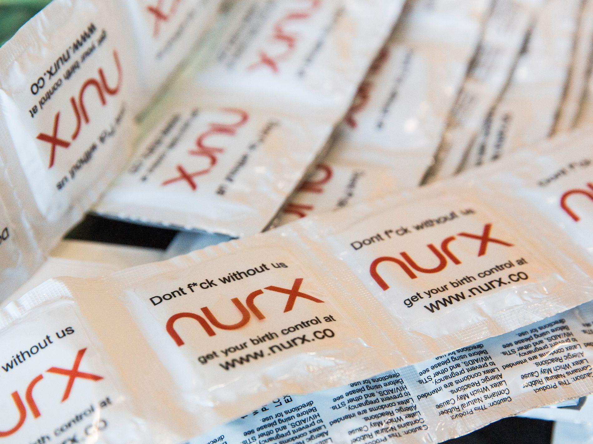 PRESSE-YNLDINGER: Nurx har plassert seg midt i den offentlige samtalen i USA, hvor abort, prevensjon og pasienters rettigheter er et hett tema i presidentvalgkampen. Medieomtalen har de brukt til å få seg nye brukere i målgruppen kvinner 14-40 år. Her noen promo-kondomer med selskapets logo.