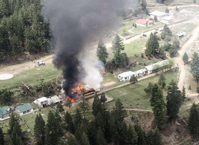 KRASJSTEDET: Bildet viser ulykkesstedet i Gilgit nord i Pakistan hvor et helikopter styrtet fredag. Bildet er brukt med tilltatelse.