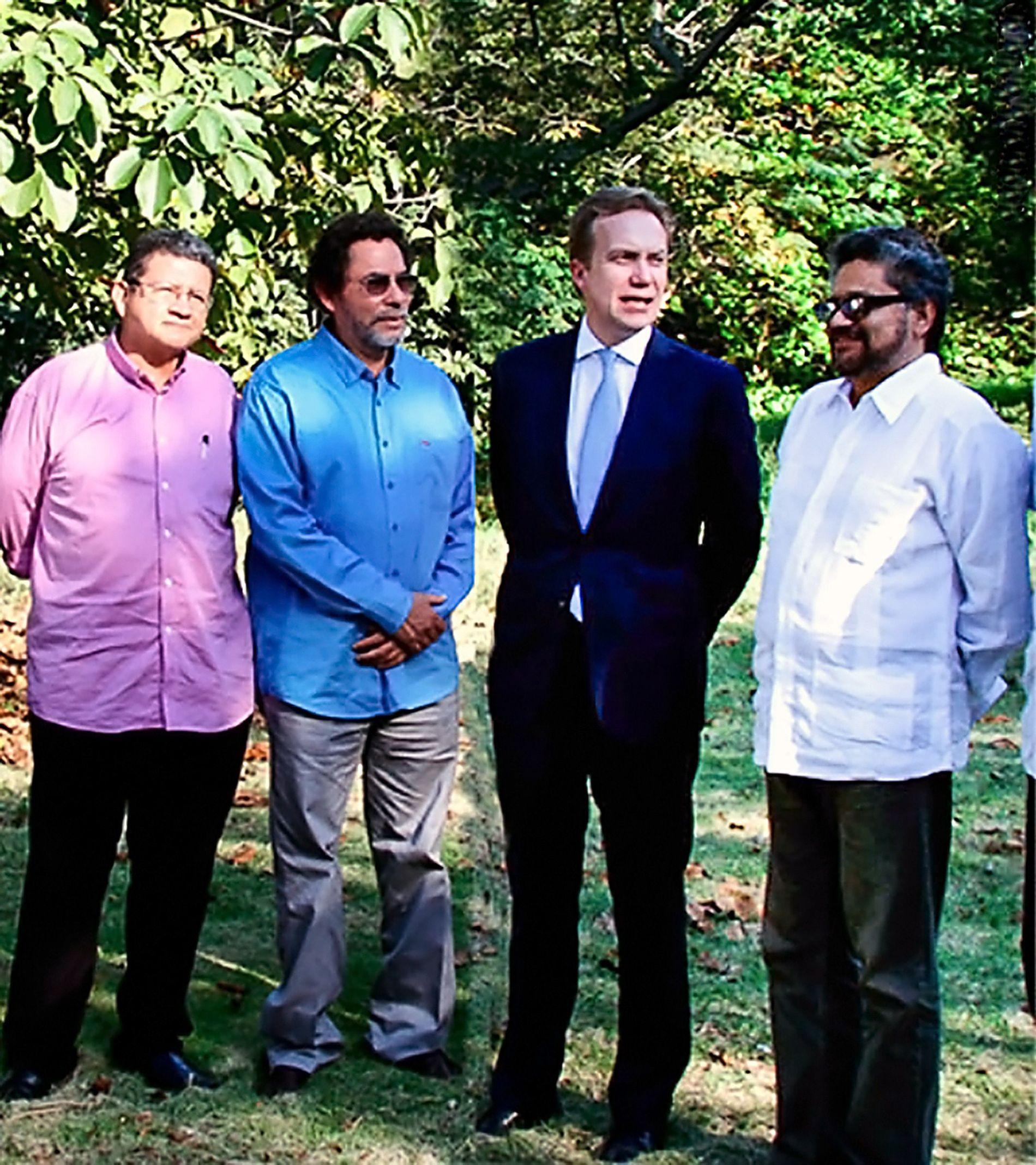 SENTRAL: Utenriksminister Børge Brende møter Pablo Catatumbo (fra venstre), Pastor Alape og Ivan Marquez i Havana på Cuba i februar 2015.