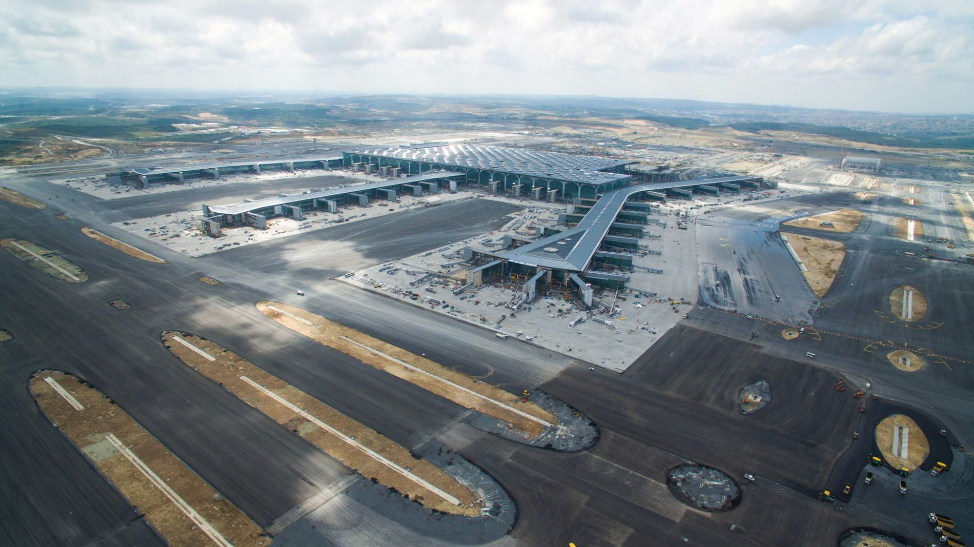 SEKS RULLEBANER: Når flyplassen står ferdig kan den bli en av verdens travleste.