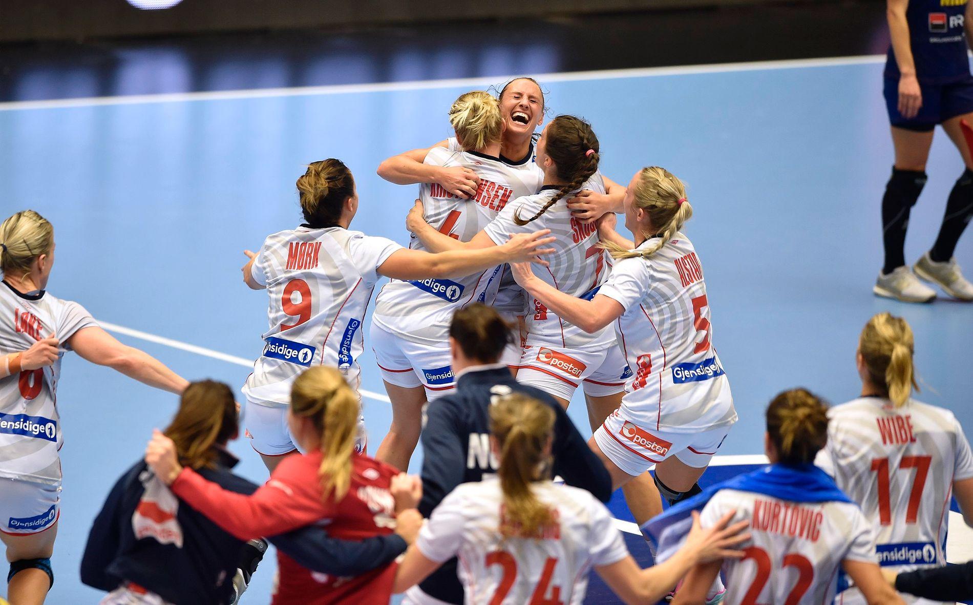 BEST: Her fra håndball-VM, der de norske håndballjentene var best da det gjaldt som mest og vant 35–33 mot Romania.