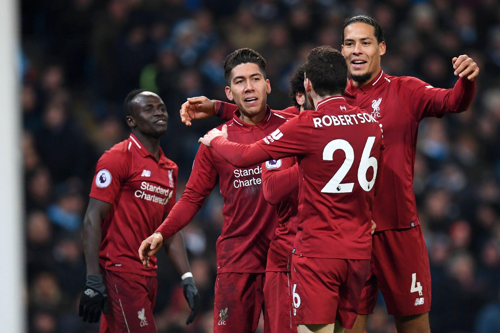KORT LYKKE: Sadio Mané, Roberto Firmino, Mohamed Salah (skjult), Andy Robertson og Virgil van Dijk feirer det fine 1–1-målet. Syv minutter senere ble det verre.