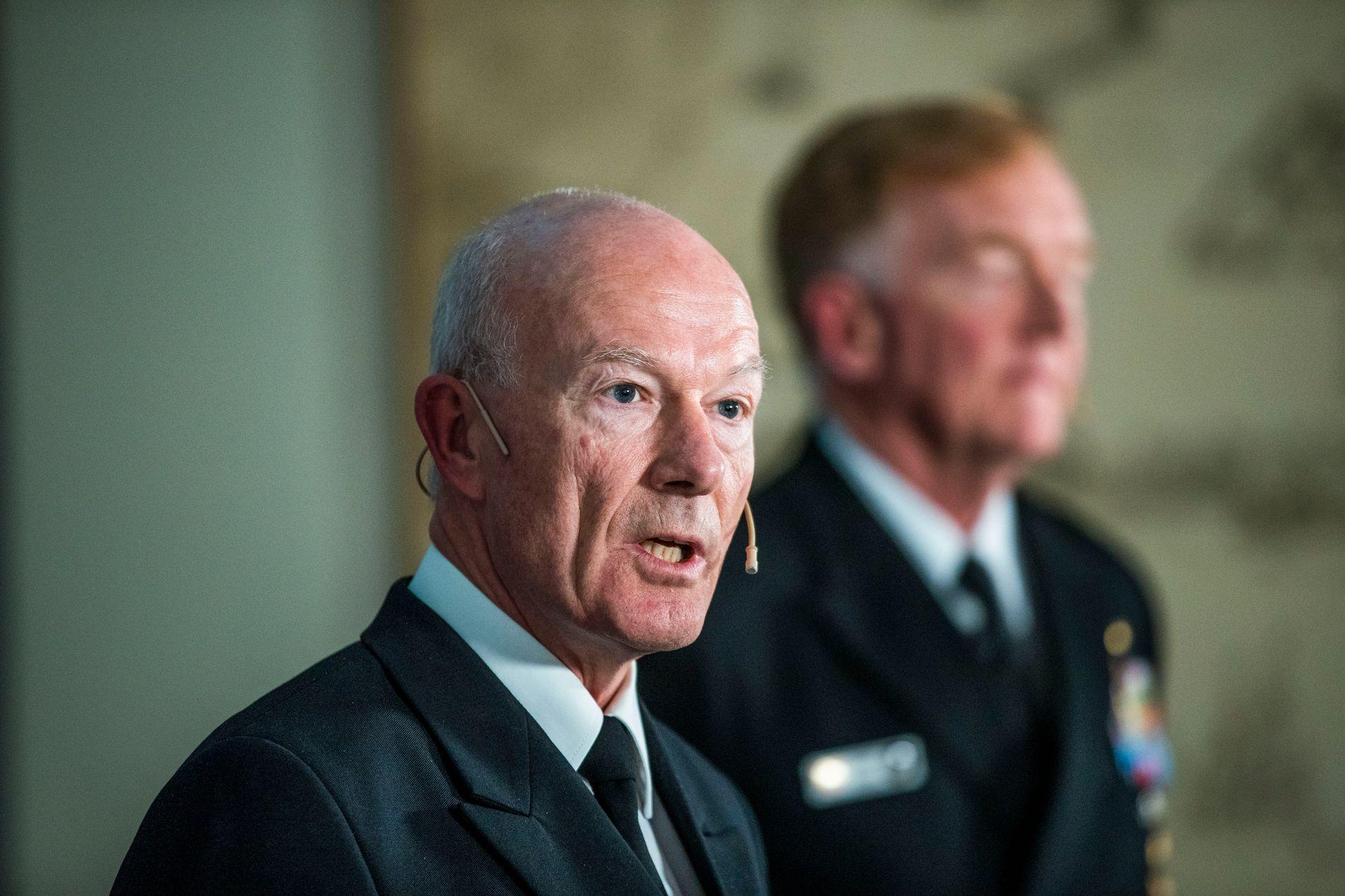 STØRRE MARINE OG HÆR: Forsvarssjefen, admiral Haakon Bruun-Hanssen, hadde ingen gode nyheter om forholdet til Russland. Her er han sammen med den amerikanske NATO-admiralen James Foggo under NATO-øvelsen i Norge i fjor høst.