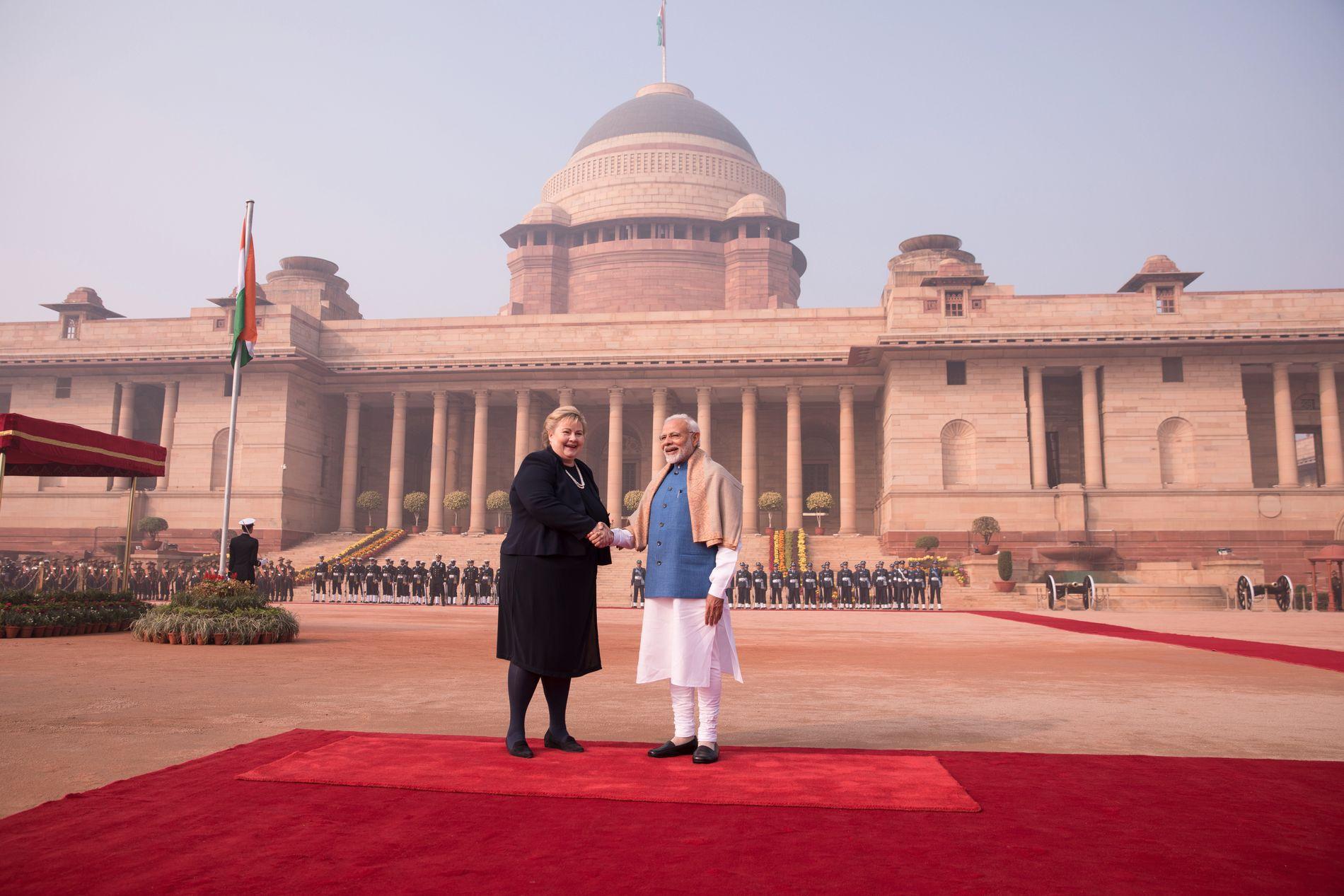 STORSTILT VELKOMST: Statsminister Narendra Modi tok imot sin norske kollega Erna Solberg med æresgarde, pomp og prakt i New Delhi.