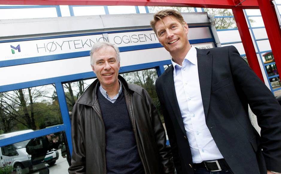 STORE PLANER: CO2Bios daglige leder Svein M. Nordvik (t.v.) og forskningsleder Hans Kleivdal ved Uni Research vil ha på plass et pilotanlegg på Mongstad innen 2013.
