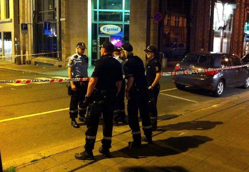 RASKT PÅ STEDET: Store politimannskaper rykket ut etter skyteepisoden på utestedet Crystal Club i Oslo.