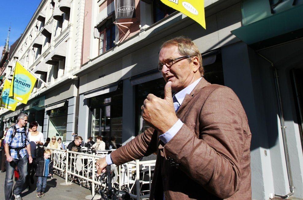 GJEV UTMERKELSE: Akitekturprofessor Thomas Thiis-Evensen tildeles Oslo bys høyeste utmerkelse. Her avbildet i Karl Johans gate i Oslo. Foto: Jan Petter Lynau