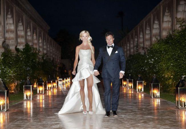 NYGIFT: Legestudenten Gunhild Melhus og Petter Stordalen giftet i palasset Le Palais Nemaskar hvor de har middagen. Gunhild iført en italiensk brudekjole som var lårkort foran og lang bak. FOTO: GØRAN BOHLIN / VG .