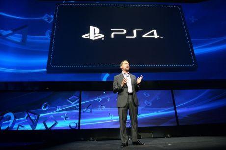 SEREMONIMESTER: Sony Computer Entertainment-toppsjef Andrew House innledet og avsluttet nattens Playstation 4-pressekonferanse. Foto: AFP