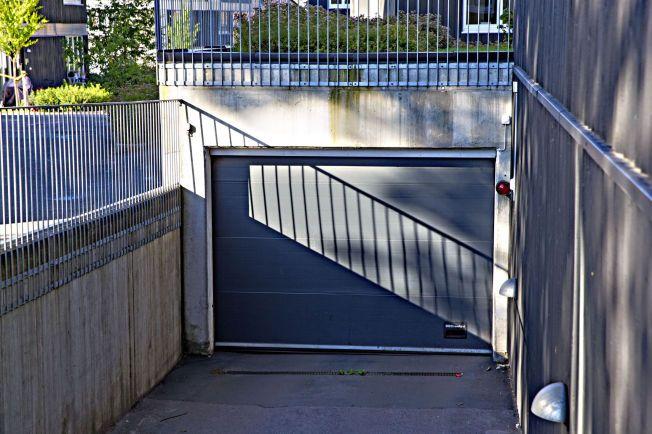 GARASJEN: Lars Harnes ble pågrepet  i dette garasjeanlegget i Oslo om kvelden 21. juli.