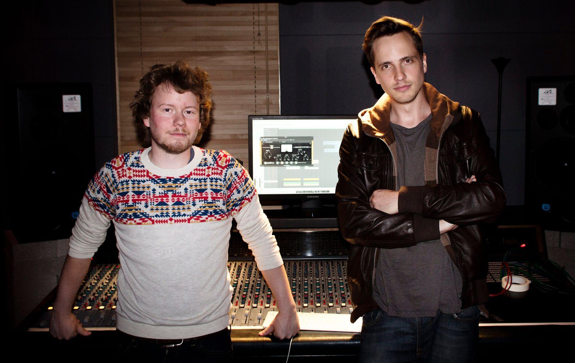NORSKE PRODUSENTER: Henrik Barman Michelsen og Edvard Førre Erfjord avbildet da de jobbet som produsenter og låtskrivere i London i 2012.