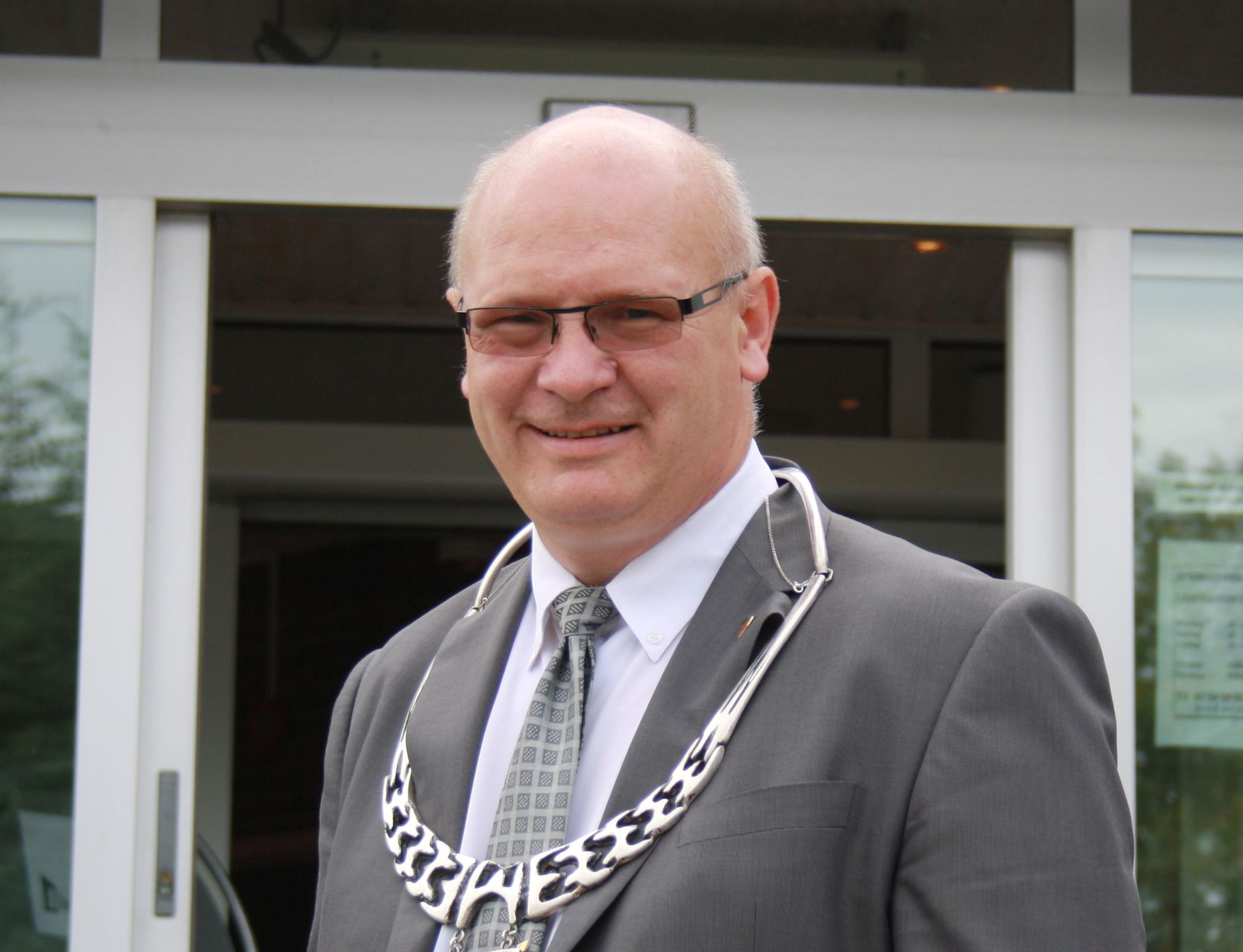 EKSTRAKOSTNADER: Nærøy-ordfører Steinar Aspli (Sp) sier de måtte si nei til å ta imot da forutsetningene endret seg. IMDI antydet at de kunne få rundt seks, mens kommunen hadde sagt ja til 16.