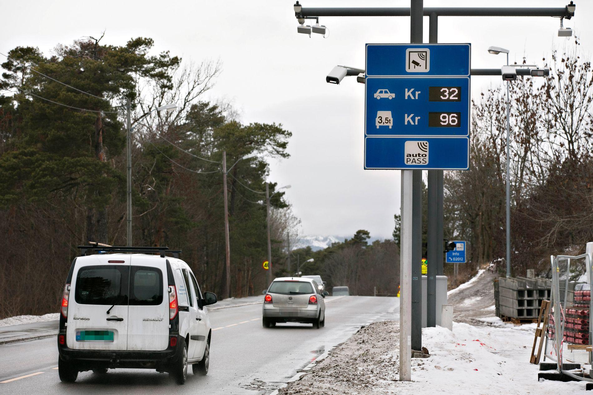 DAGENS SATSER: I rushtiden skal det koste 58 kr per passeringer for dieselbiler og 53 hvis du kjører bensin. Utenom rush er prisene foreslått satt til hhv 48 og 43.
