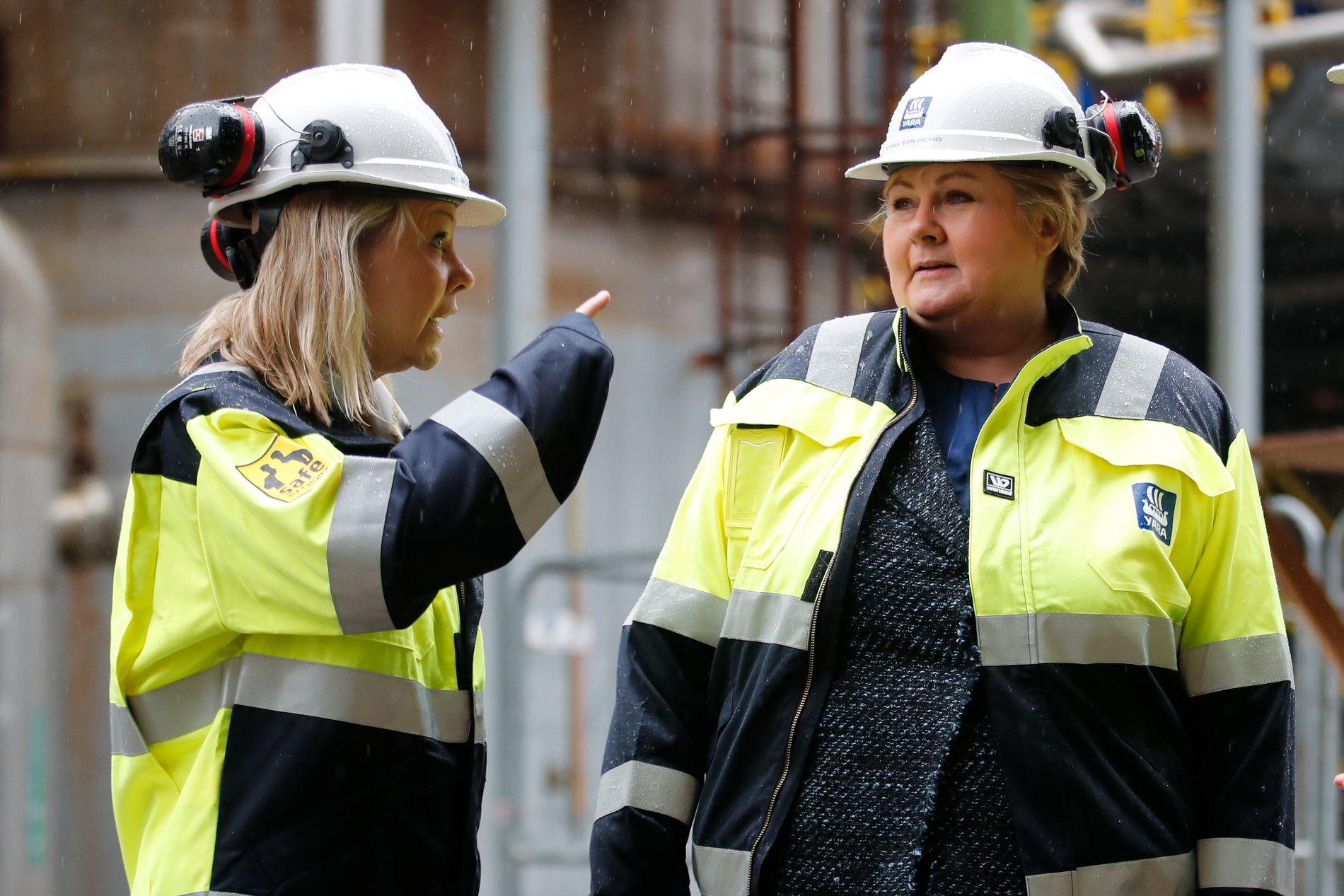 REGIONREFORM:  Monica Mæland er Norges nye kommunal- og moderniseringsminister og skal derfor få regionreformen i havn. Her er Mæland og Erna Solberg på besøk på Yaras anlegg på Herøya ved Porsgrunn i mars i fjor.