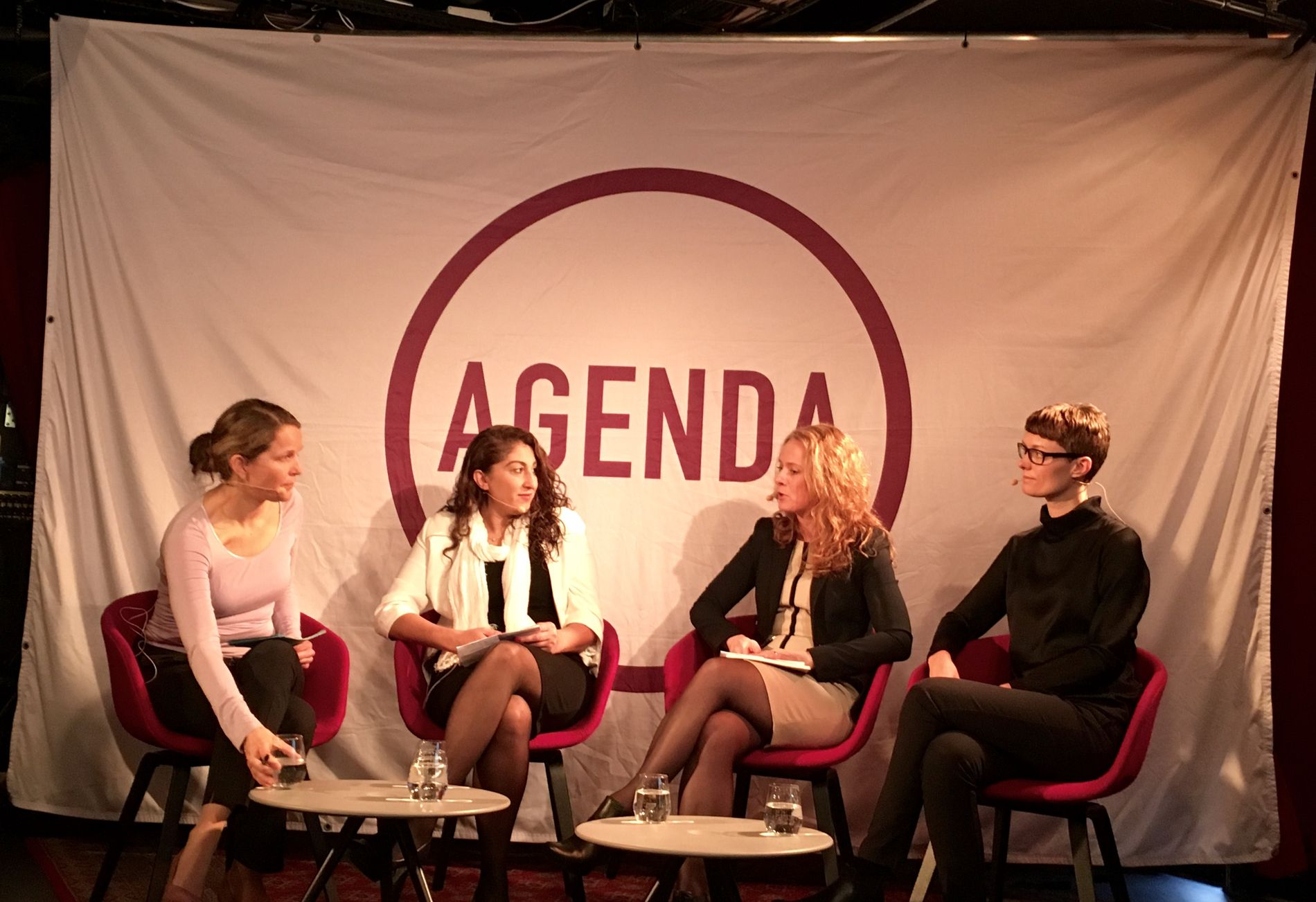 Tankesmien Agenda arrangerte en integreringsdebatt onsdag på Kulturhuset i Oslo. F.v.: Marte Ramborg i Agenda, Nazire Kocakulak, statsråd Anniken Hauglie (H) og Anette Trettebergstuen, arbeidspolitisk talsperson i Ap.