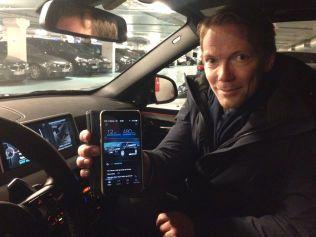 TIMING ER «ALT»: Appen, som de fleste elbiler har, gir deg mulighet til å styre og ha oversikt over bilens ladestatus og programmere forvarming, blant annet. Slik at man kan optimalisere rekkevidden, sier Kjetil Myhre, kommunikasjonsdirektør i BMW Norge.