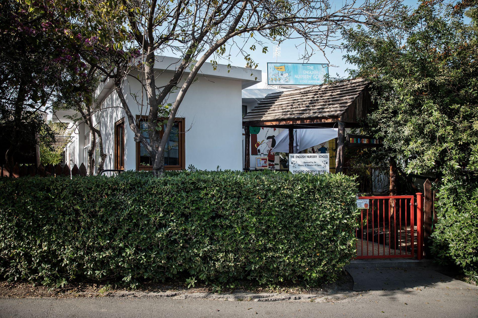 TATT HER: Den tre år gamle jenta ble tatt utenfor denne barnehagen i Nikosia på Kypros for to uker siden.