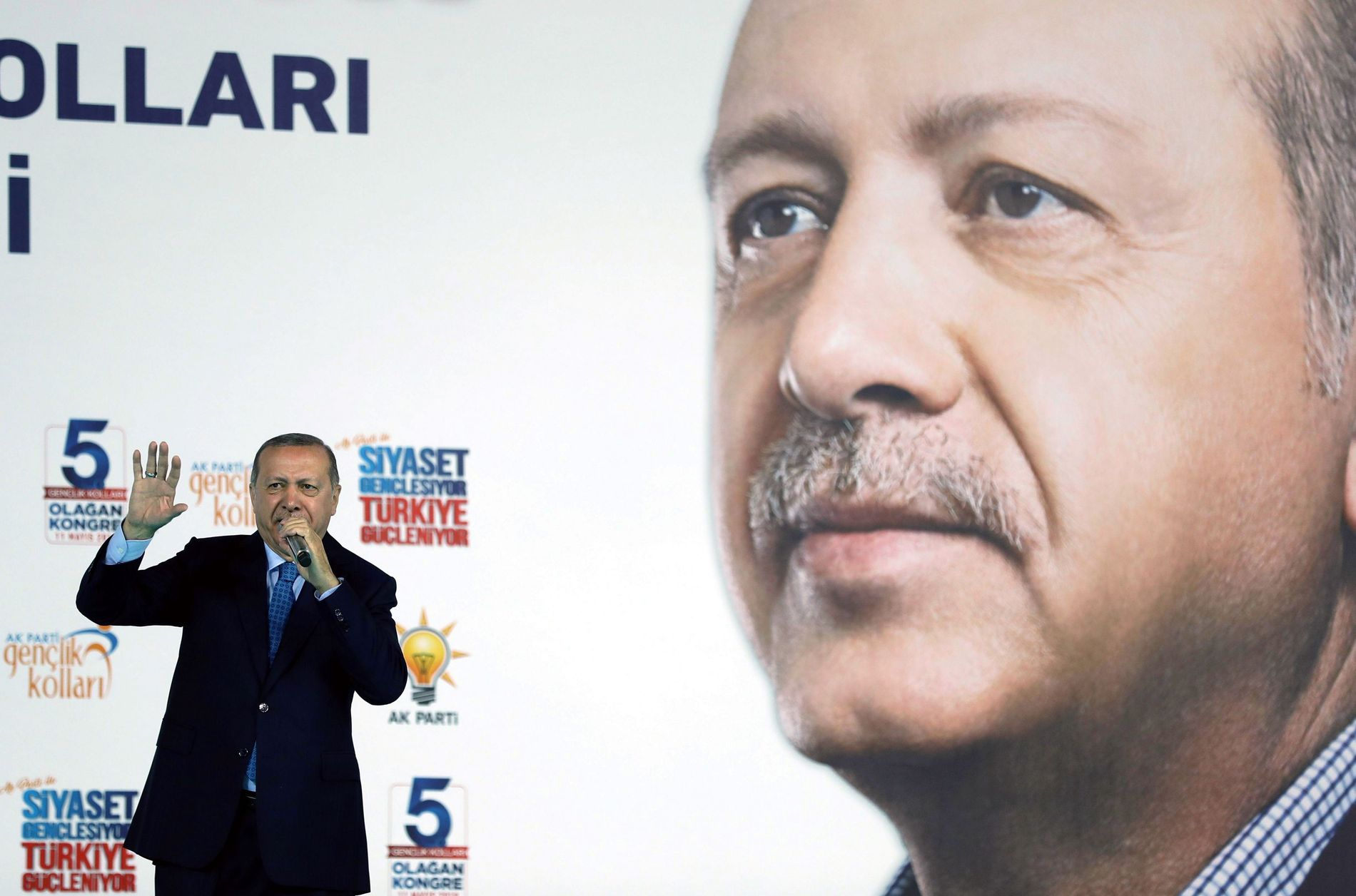 VALGKAMP:  President Recep Tayyip Erdogan stiller til presidentvalg 24. juni.