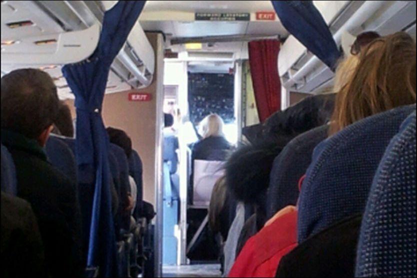 SITTER MED PILOTEN: Kronprinsesse Mette-Marit fikk sitte foran hos piloten da SAS-flyet tok av fra København. Foto: 2200 Leserbilde