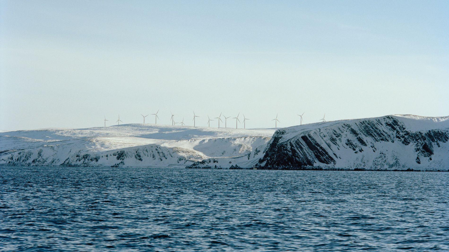 ØNSKER MEDEIERE: Statkraft ønsker å benytte samme strategi som danske Ørsted, og bygge ut ny fornybar energi for å så å selge deler av prosjekter til investorer. Dette er selskapets vindprosjekt i Kjøllefjord i Lebesby kommune, som består av 17 vindturbiner.